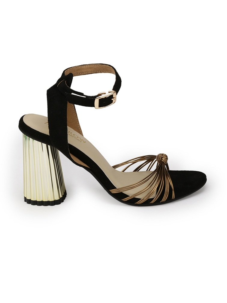 Monrow-Women-Black-Solid-Sandals
