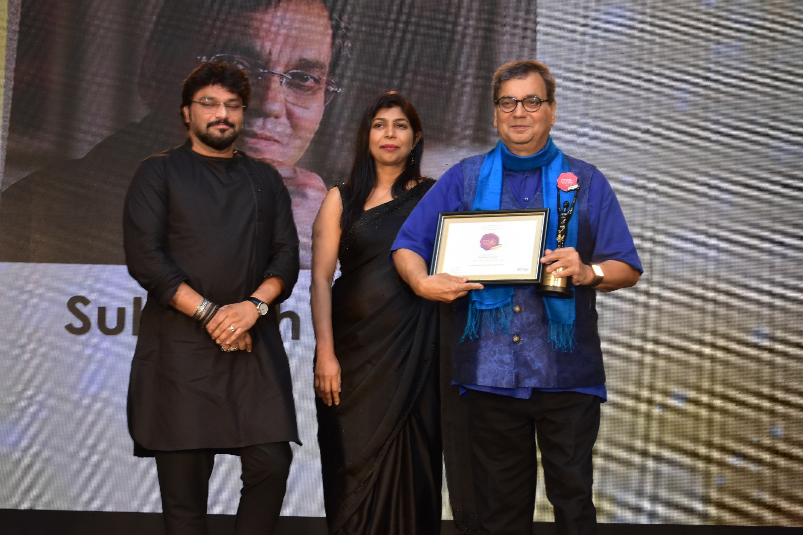 Subhash Ghai being awarded at The Economic Times Iconic Brands 2018 (1)