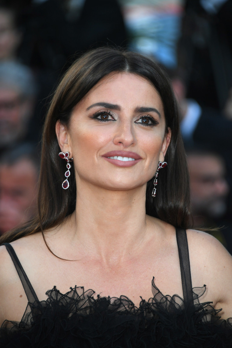 PENÉLOPE CRUZ SHINES A LIGHT ON CONSCIOUS LUXURY PREVIEWING HER ...
